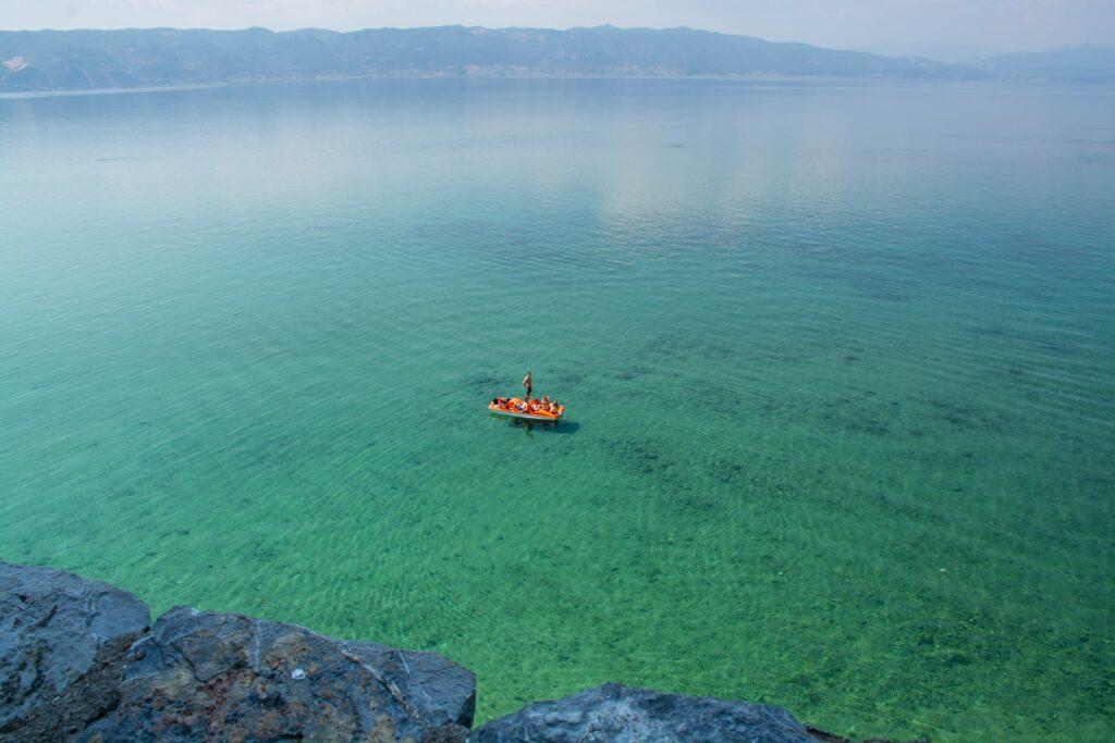 Heerlijk helder water in het Meer van Ohrid