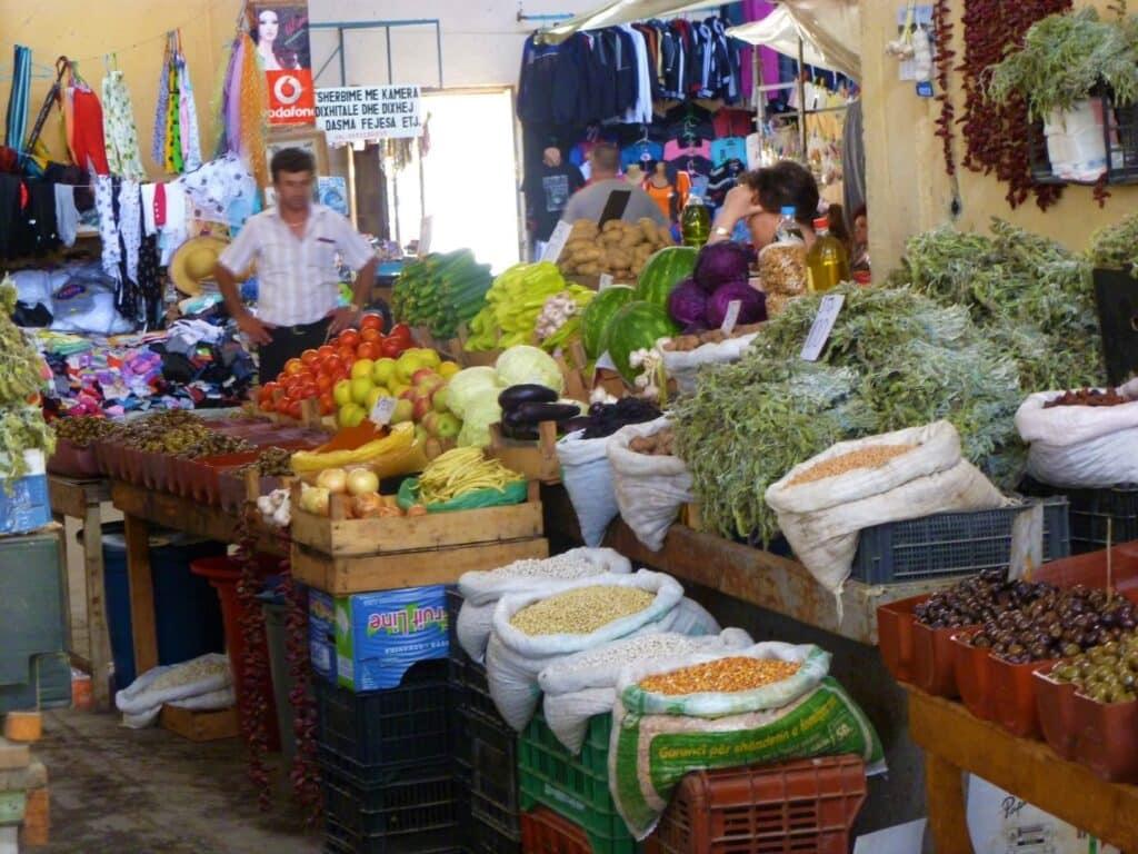 Excursie Albanië: markt in Pogradec