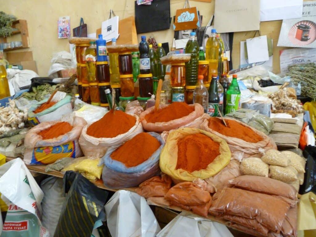 Excursie Albanië: kruiden op de markt in Pogradec