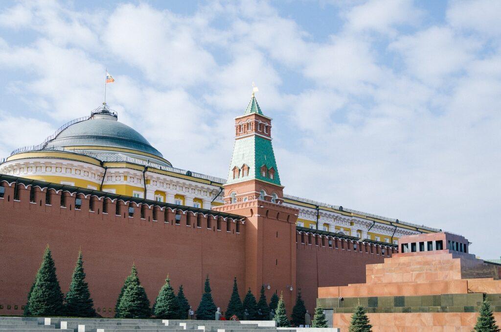 Erekerkhof achter het mausoleum van Lenin