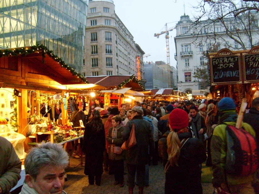 Kerstmarkt op het Vörösmarty plein