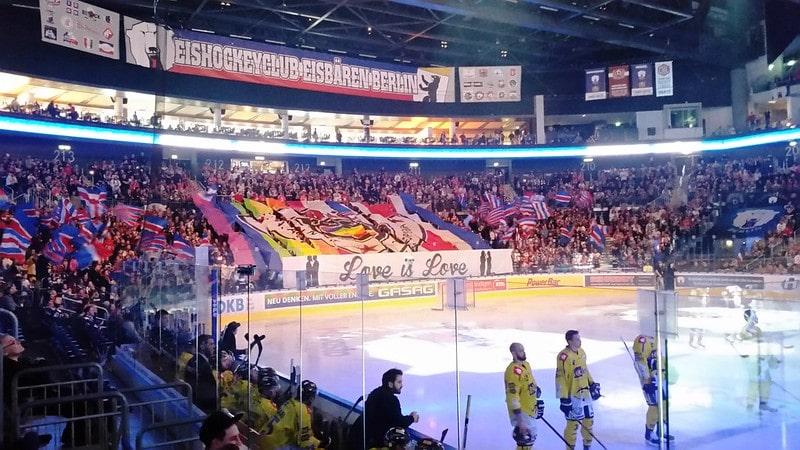Supporters bij Eisbären Berlin