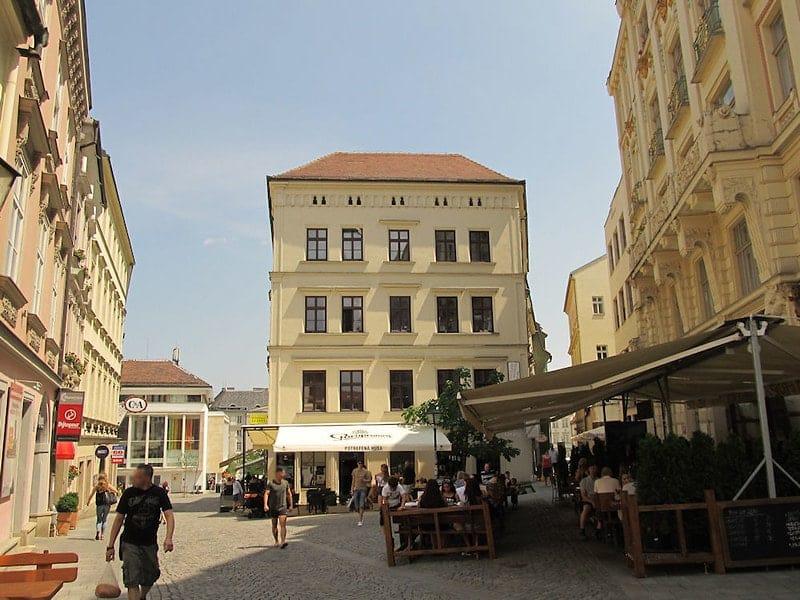 Volle terrassen in Brno