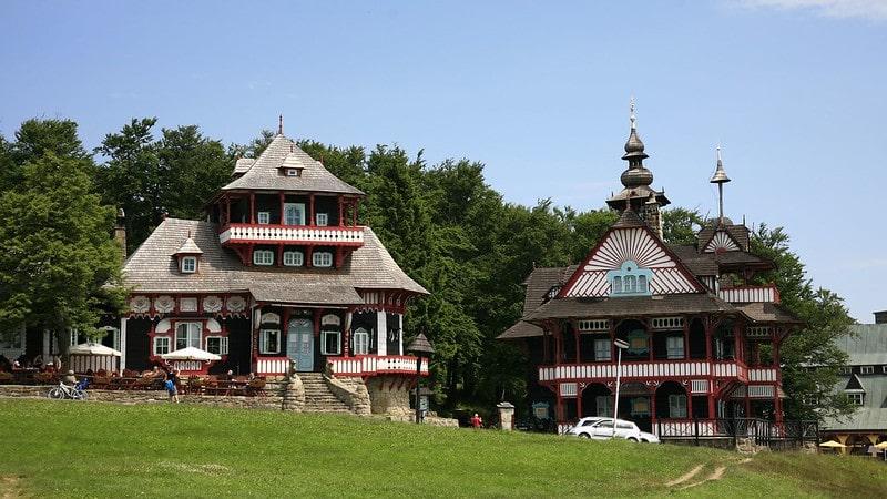 houten huizen in Pustevny