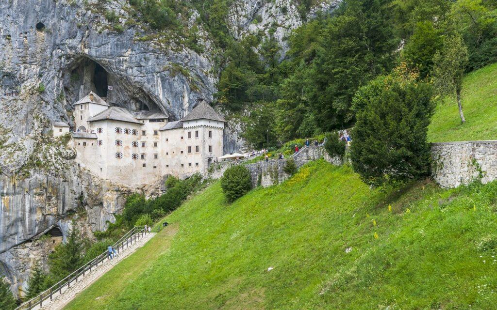 Mooiste kastelen in Slovenië - Predjama kasteel