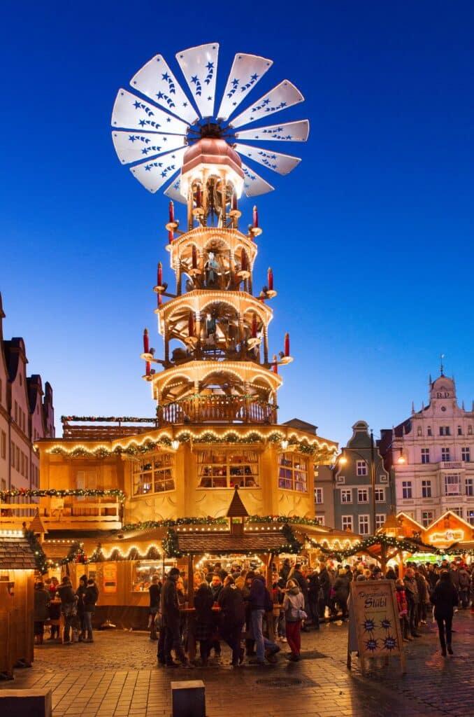 Piramide op de Kerstmarkt Rostock