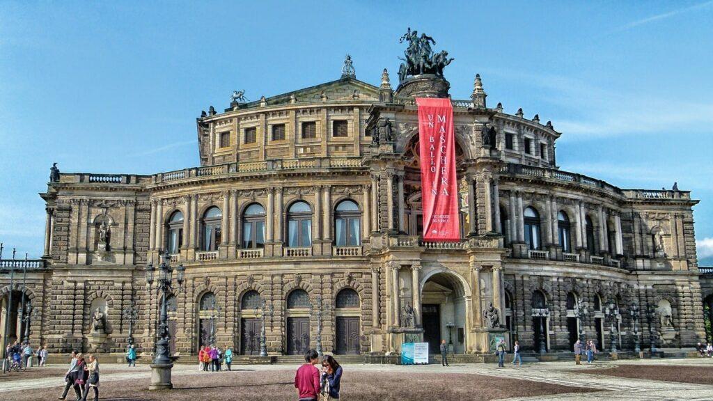 Het operagebouw overdag